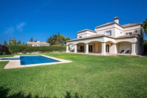 Casa Artola Villa Property for sale near Puerto Cabopino