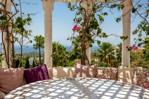 Jardines Colgantes 2 Bedroom Apartment in Marbella Hill Club