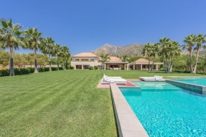 Superb Modern and Spacious 9 Bedroom Villa in Quinta de Sierra Blanca