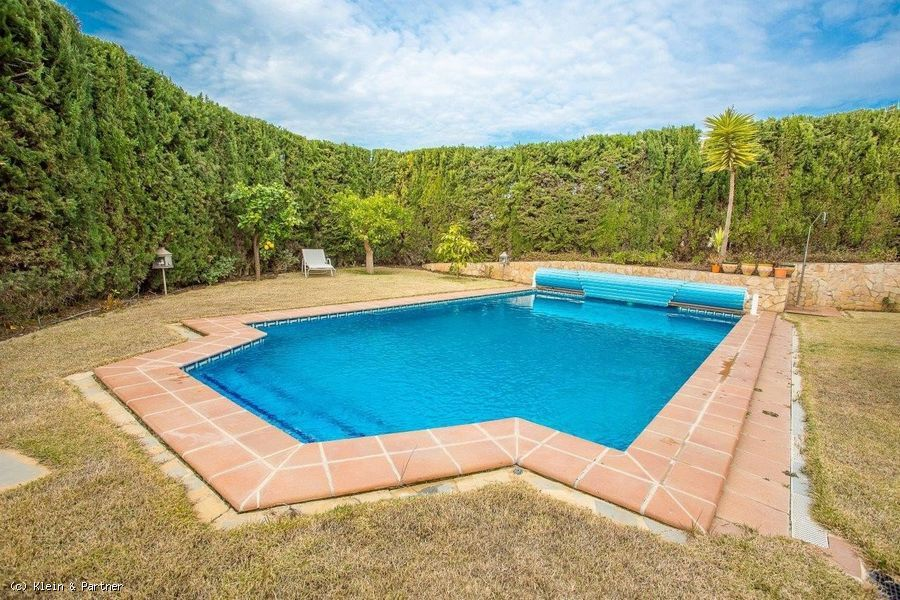6 Bedroom Villa for sale in Atalaya de Río Verde