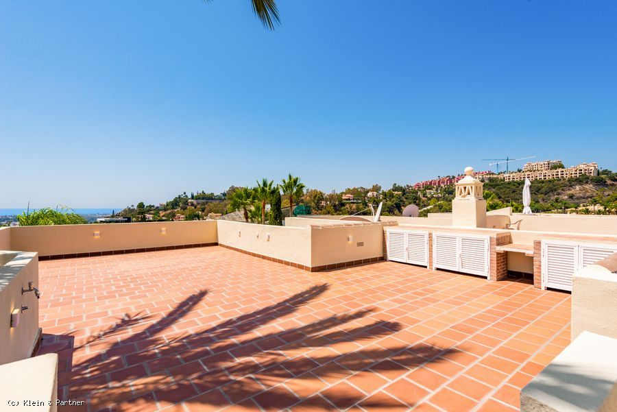 Semi-Detached Townhouse in La Quinta Hills with Panoramic Sea Views