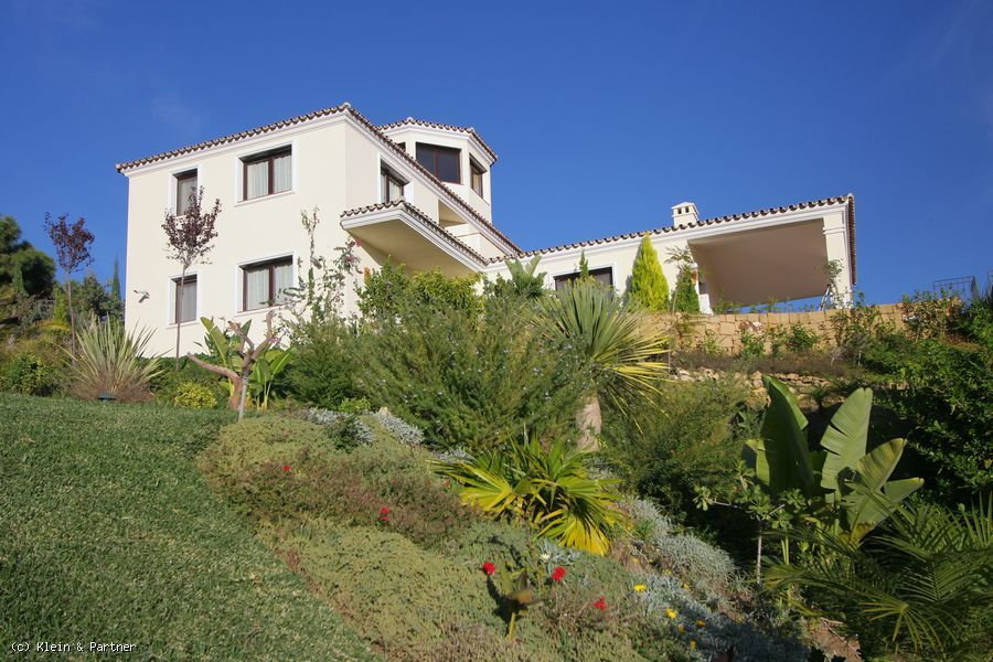 Villa with panoramic views for sale in Marbella Club Golf Resort